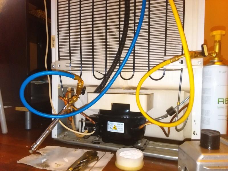 Reparații plăci electronice frigidere zona Vergului